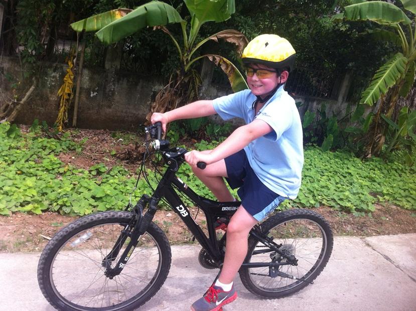 family cycling vietnam 20153